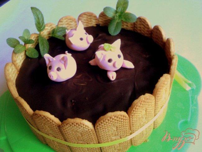 Фото приготовление рецепта: Торт «Три веселых поросенка» шаг №16