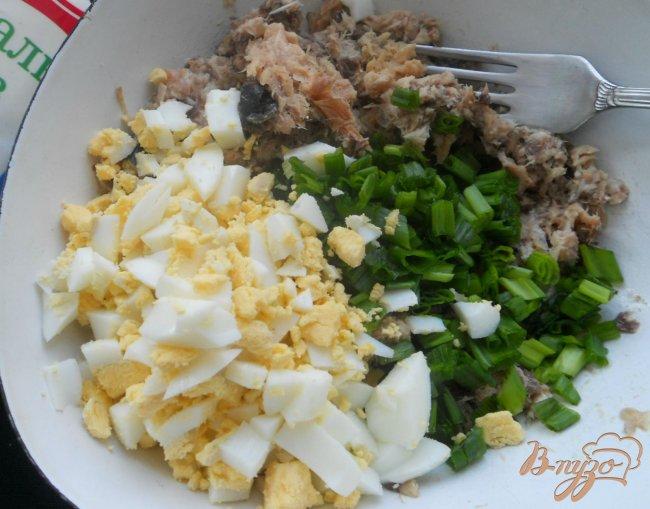Фото приготовление рецепта: Закуска «Желтые тюльпаны» шаг №3