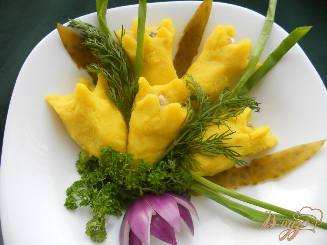 Фото приготовление рецепта: Закуска «Желтые тюльпаны» шаг №6