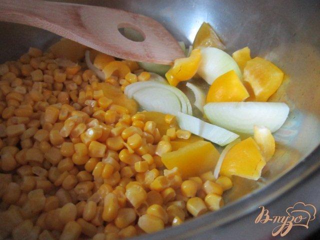 Фото приготовление рецепта: Кукурузный  крем-суп шаг №2