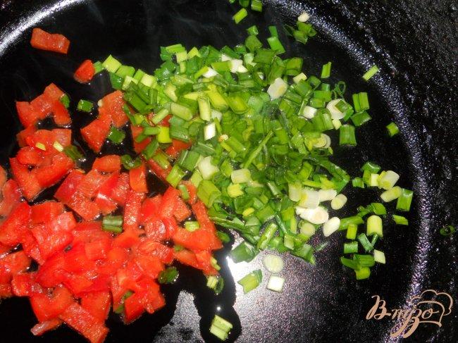 Фото приготовление рецепта: Суп с гречкой и черной фасолью шаг №2