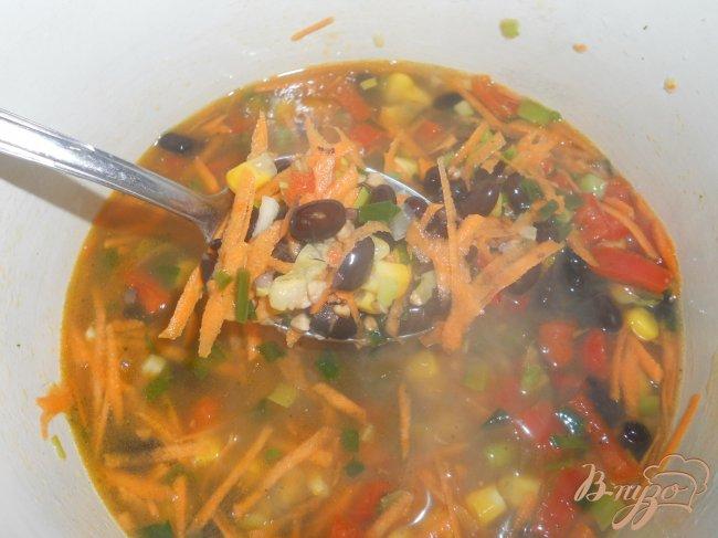 Фото приготовление рецепта: Суп с гречкой и черной фасолью шаг №5