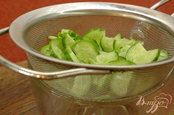 Фото приготовление рецепта: Сельдь на ржаных тостах (со сметаной) шаг №1