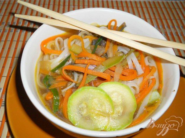 фото рецепта: Суп в японском стиле с рисовой лапшой