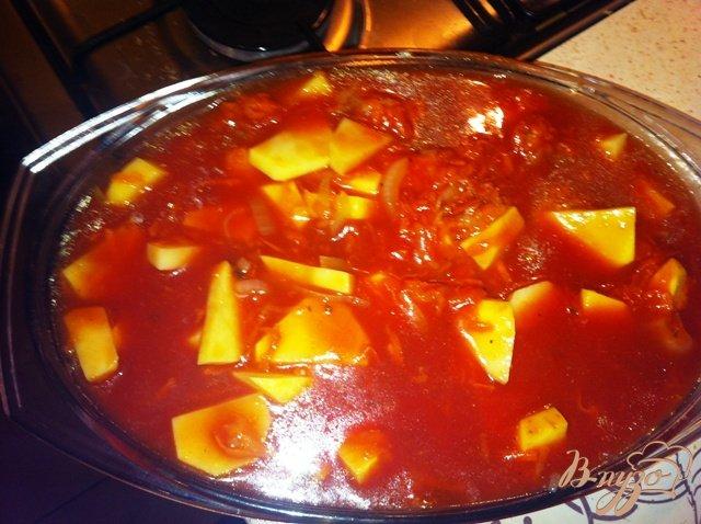 Фото приготовление рецепта: Тушеная картошечка с овощами. шаг №6