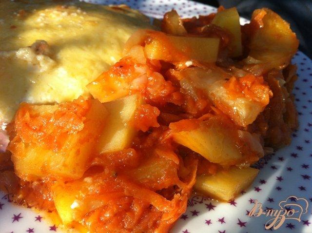 Фото приготовление рецепта: Тушеная картошечка с овощами. шаг №8
