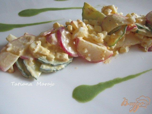 Фото приготовление рецепта: Салат из редиса с яйцом шаг №3