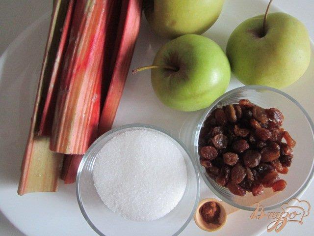 Фото приготовление рецепта: Крамбль с ревенем , яблоком и изюмом шаг №1
