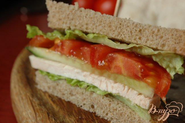 Фото приготовление рецепта: Сэндвич с запеченой индейкой шаг №8