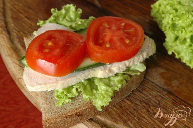 Фото приготовление рецепта: Сэндвич с запеченой индейкой шаг №5