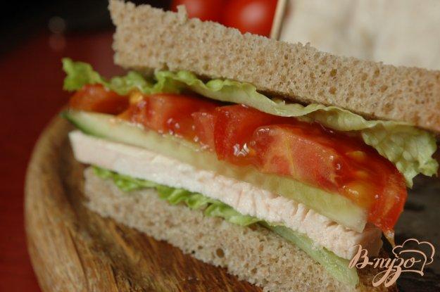 фото рецепта: Сэндвич с запеченой индейкой
