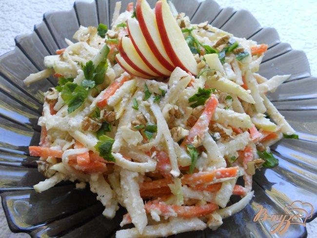Фото приготовление рецепта: Витаминный салат с сельдереем шаг №5