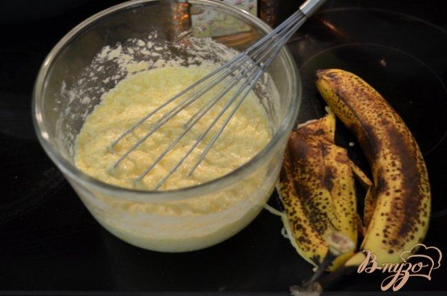 Фото приготовление рецепта: Бананово-медовый кекс шаг №3