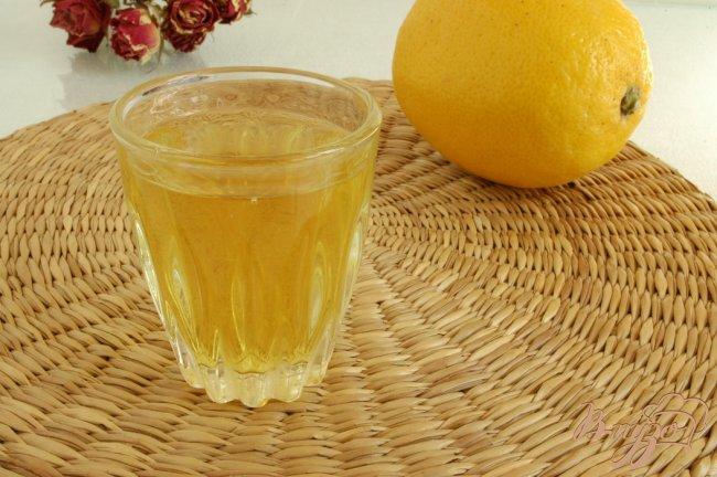 Фото приготовление рецепта: Приятный лимонный ликер Лимончелло шаг №6