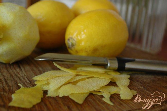 Фото приготовление рецепта: Приятный лимонный ликер Лимончелло шаг №2