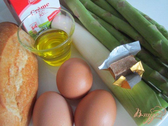 Фото приготовление рецепта: Спаржевый суп с гренками и яйцом пашот шаг №1