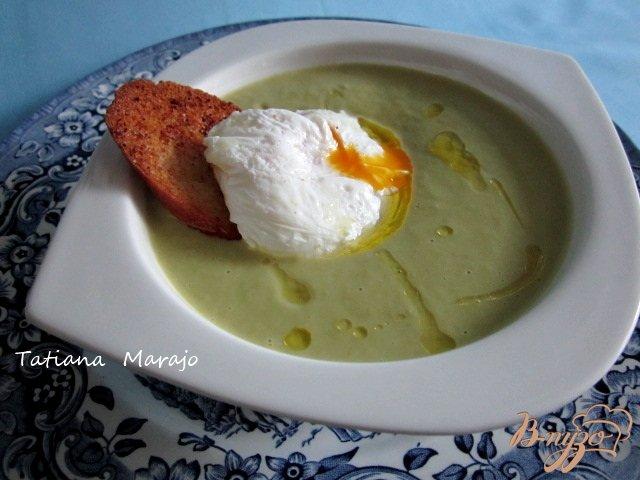 Фото приготовление рецепта: Спаржевый суп с гренками и яйцом пашот шаг №11