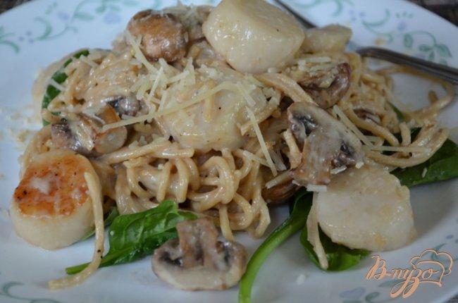 Фото приготовление рецепта: Гребешки с грибами и шпинатом шаг №3