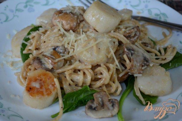 фото рецепта: Гребешки с грибами и шпинатом