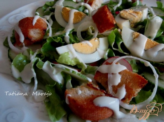 Рецепт Овощной салат с сухариками и сырным соусом