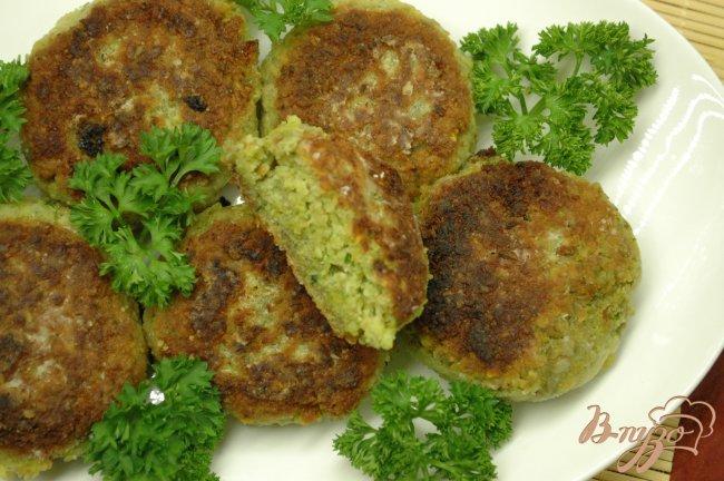 Фото приготовление рецепта: Котлетки из зеленой чечевицы шаг №6