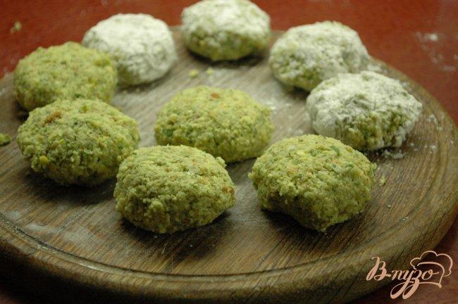 Фото приготовление рецепта: Котлетки из зеленой чечевицы шаг №4