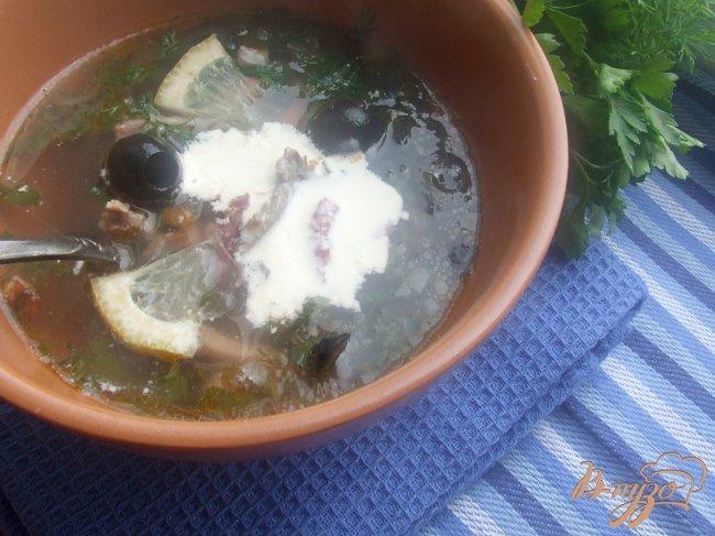 Фото приготовление рецепта: Солянка с копченостями шаг №8