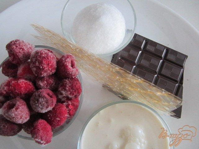 Фото приготовление рецепта: Шоколадная панна котта с малиновым кули шаг №1
