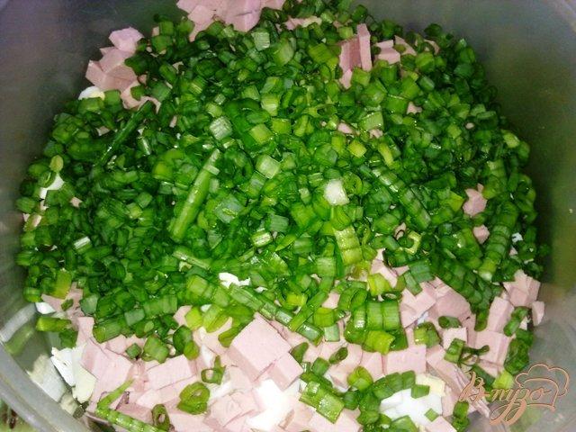 Фото приготовление рецепта: Сытный салат «Весенний» шаг №7