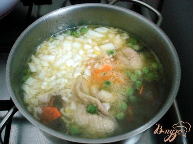 Фото приготовление рецепта: Суп с горошком и овощами шаг №5