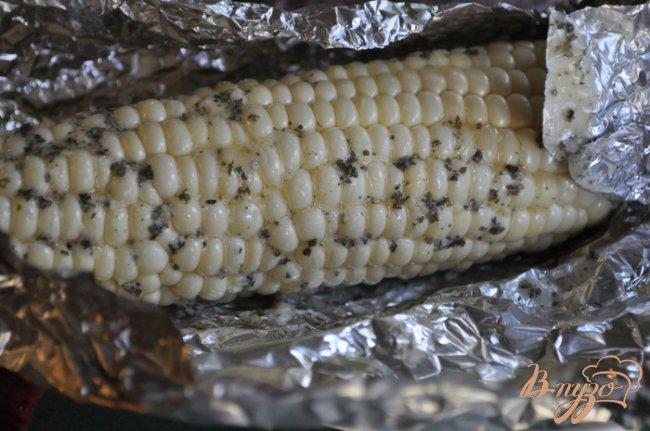 Фото приготовление рецепта: Кукуруза в фольге шаг №2