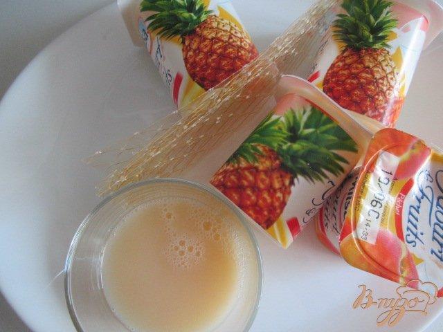 Фото приготовление рецепта: Йогуртово-ананасовый тортик шаг №5