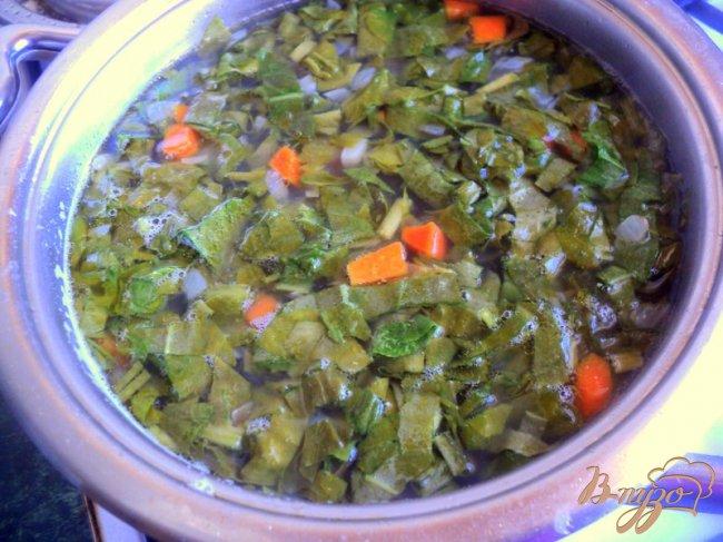 Фото приготовление рецепта: Зеленый борщ с фасолью (постный) шаг №4
