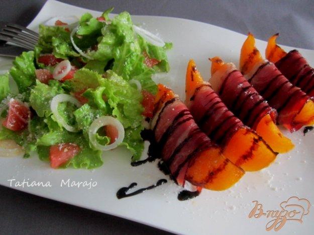 Рецепт Летняя закуска с кусочками дыни и сухой ветчиной