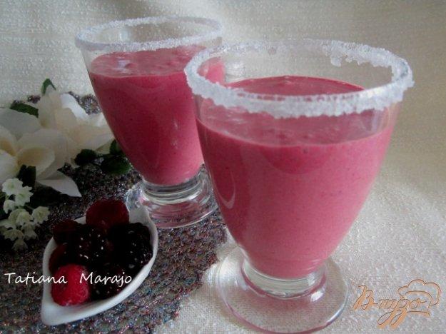 фото рецепта: Ягодный коктейль с мороженым