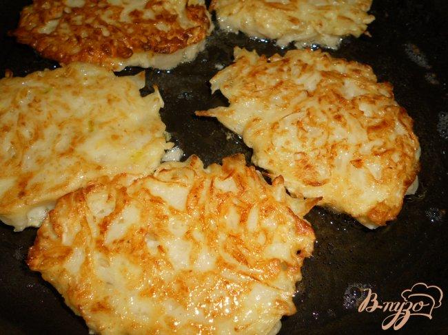 Фото приготовление рецепта: Котлеты капустные, тушеные в томате шаг №5