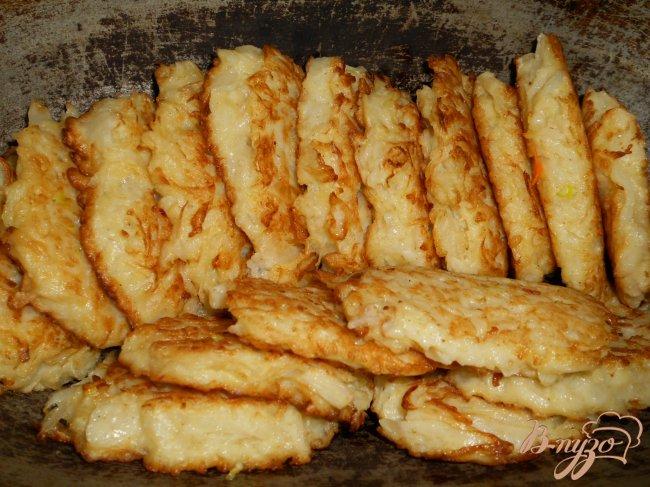 Фото приготовление рецепта: Котлеты капустные, тушеные в томате шаг №6