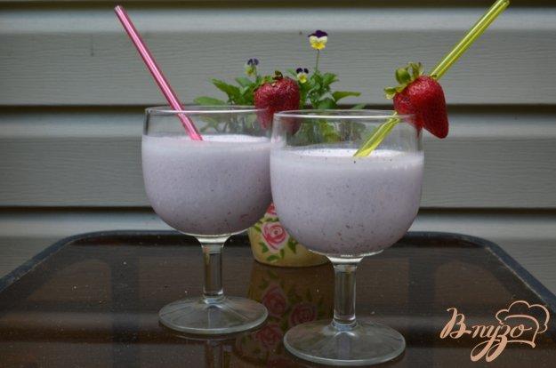 Рецепт Коктейль ягодный на йогурте