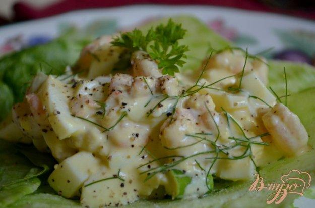 Рецепт Салат с креветками и яйцами
