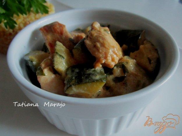 фото рецепта: Цукини с куриным мясом тушеные в сметане