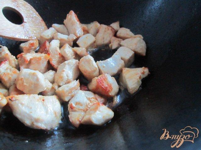 Фото приготовление рецепта: Цукини с куриным мясом тушеные в сметане шаг №2