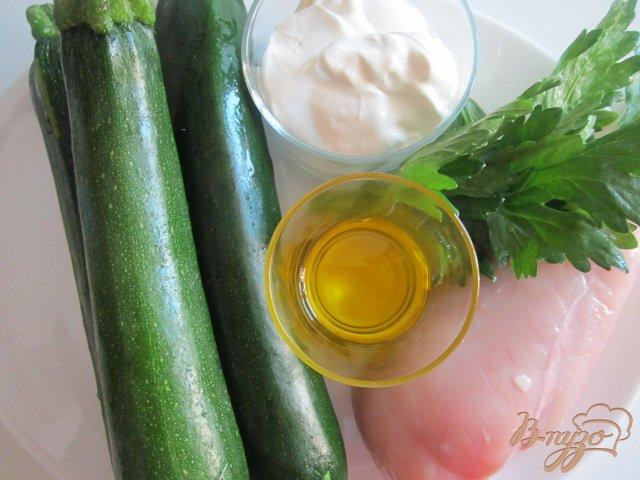 Фото приготовление рецепта: Цукини с куриным мясом тушеные в сметане шаг №1