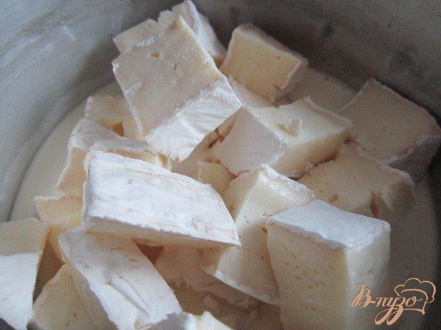 Фото приготовление рецепта: Паста со сливочно-шпинатным соусом шаг №3
