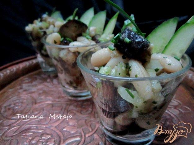фото рецепта: Острый салат с баклажаном и белой фасолью