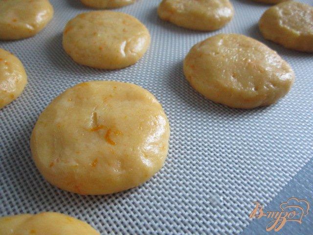 Фото приготовление рецепта: Апельсиновые коржики шаг №5