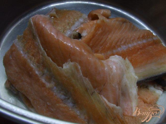 Фото приготовление рецепта: Суп из хребта семги шаг №1