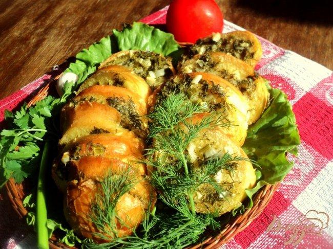 Фото приготовление рецепта: Багет запеченный в фольге шаг №6