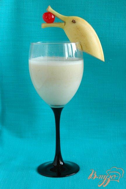 Фото приготовление рецепта: Молочный нектар с бананом шаг №4