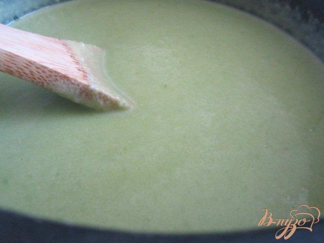 Фото приготовление рецепта: Суп-пюре из зеленого горошка и моцареллы шаг №6