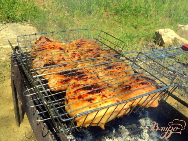Фото приготовление рецепта: Куриные крылышки и бедрышки – гриль шаг №3